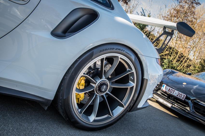 Porsche en kofffie-25.jpg